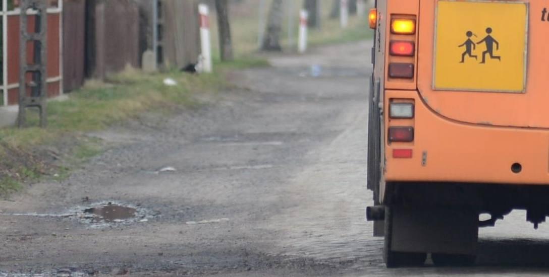 Giby. Komornik wystawił na licytację autobus. Dzieci na piechotę, a wójt z dobrą pensją