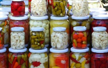 Domowe przetwory wracają do łask! Kliknijcie w galerię i zobaczcie najlepsze, sprawdzone przepisy naszych Czytelników na ogórki, papryki, pomidory i