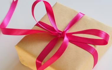 Jaki prezent na komunię od chrzestnej czy chrzestnego będzie odpowiednim prezentem? To pytanie, które często pada w kwietniu i maju, kiedy sezon komunijny