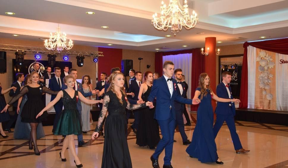 Film do artykułu: Studniówki 2018. Bal studniówkowy Zespołu Szkół nr 6 w hotelu LOFT w Suwałkach (zdjęcia)