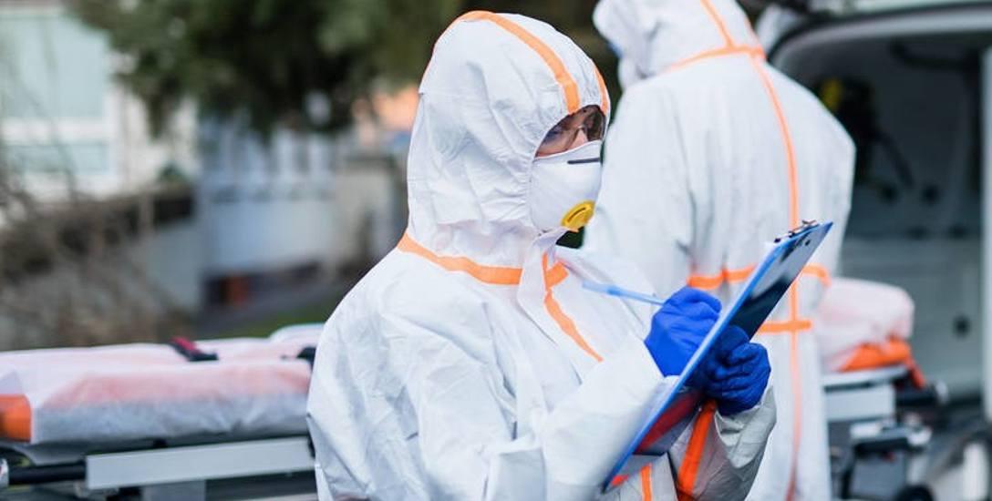 Zakażony co szósty pracownik służby zdrowia w Polsce
