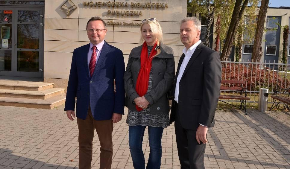 Film do artykułu: Apeluję do mieszkańców o wybranie trzeciej drogi – mówił Andrzej Szejna na spotkaniu przed Biblioteką Wojewódzką (WIDEO)