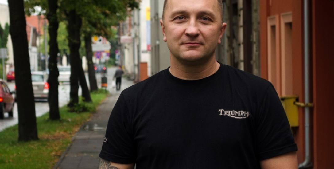 Rafael Prętki, prezes Stowarzyszenia Miłośników Starego Fordonu na ulicy Bydgoskiej, zwanej sercem tego osiedla.