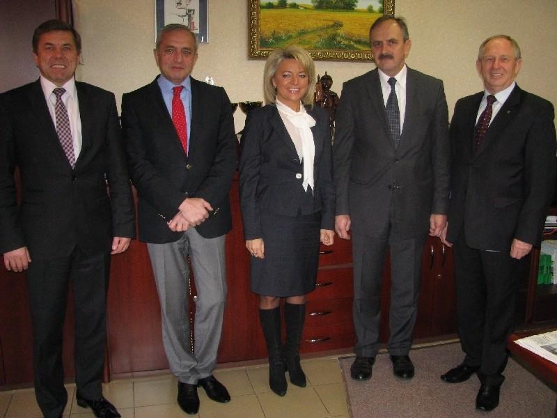 Ambasador Armenii Ashot Galoyan (drugi z lewej) o Polsce wie bardzo dużo