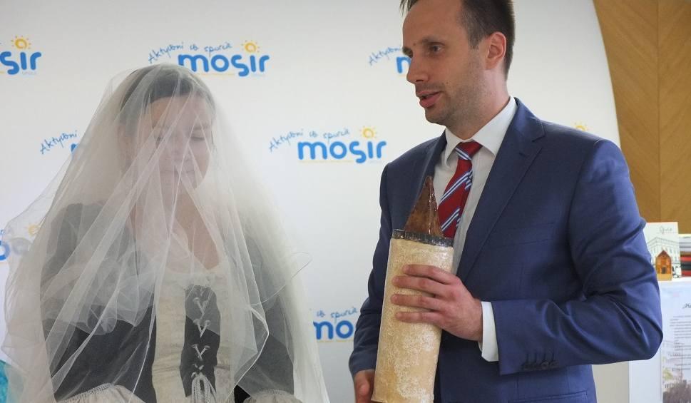 Film do artykułu: Wiceprezydent Opola Janusz Kowalski z duchem księżnej Ofki. Zjawa ma promować Wieżę Piastowską