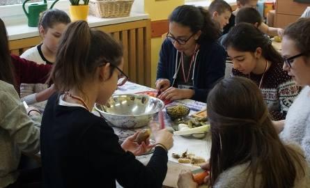 Szkołę Podstawową nr 59 odwiedzili uczniowie z siedmiu krajów – Portugalii, Hiszpanii, Litwy, Grecji, Turcji, Wielkiej Brytanii i Francji. Do Poznania