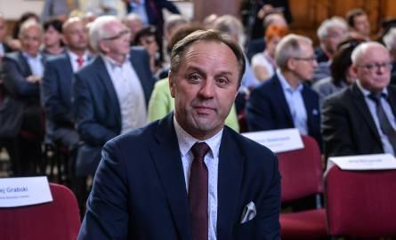 Marszałek Struk twierdzi, że minister Błaszczak opowiada bzdury.