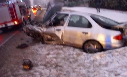 Wielka kraksa w Nagłowicach. Bus zderzył się z osobówką. Do szpitala trafiło sześć osób!