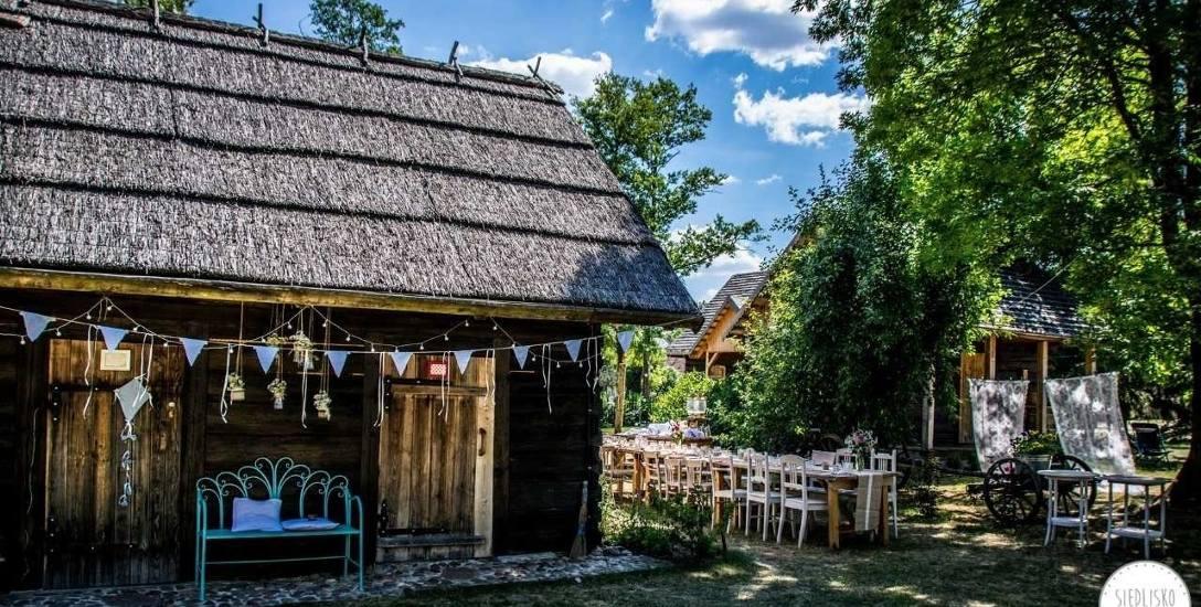Siedlisko Sobibór powstało w miejscu starej zagrody. Dziś ośrodek nie opodal Włodawy proponuje wypoczynek dla całych rodzin, atrakcje sportowe jak spływ