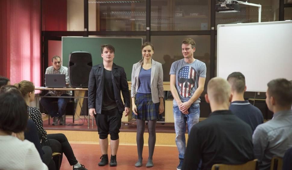 """Film do artykułu: """"Kochanowski dla młodzieży"""". W Opolu ruszył projekt edukacyjny"""
