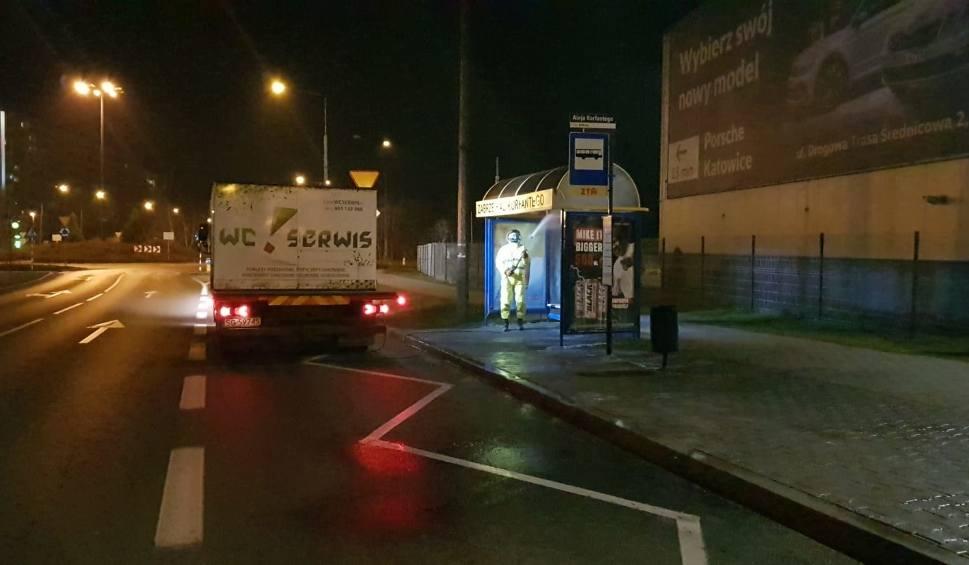 Film do artykułu: W Zabrzu trwa dezynfekcja przystanków komunikacji miejskiej