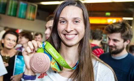 Powrót Oktawii Nowackiej z Igrzysk Olimpijskich w Rio. Powitanie na lotnisku im. Chopina w Warszawie