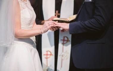 Narzeczeni nie muszą z powodu koronawirusa rezygnować z planowania ślubu. Obowiązkowe nauki przedmałżeńskie mogą odbyć on-line