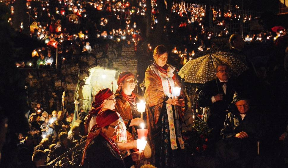 Film do artykułu: Nabożeństwo ze świecami na Górze św. Anny ma już 95 lat
