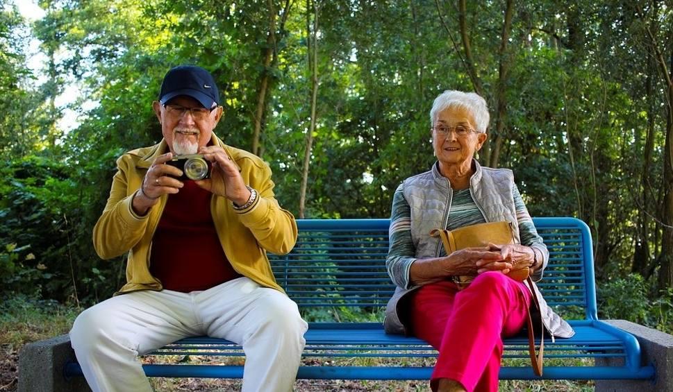 Film do artykułu: Dzień Babci i Dziadka 2020. Zrób babci lub dziadkowi niespodziankę. Przyślij zdjęcie, na którym jesteście razem