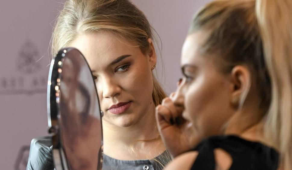 Film do artykułu: 22. Edycja Targów URODA w Amber Expo w Gdańsku. Branże kosmetyczne i fryzjerskie zaprezentowały trendy na nadchodzące sezony [zdjęcia]