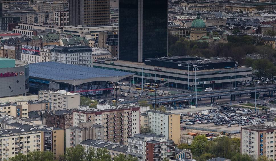 Film do artykułu: Ewakuacja Dworca Centralnego w Warszawie. Zawiniła pozostawiona bez opieki reklamówka