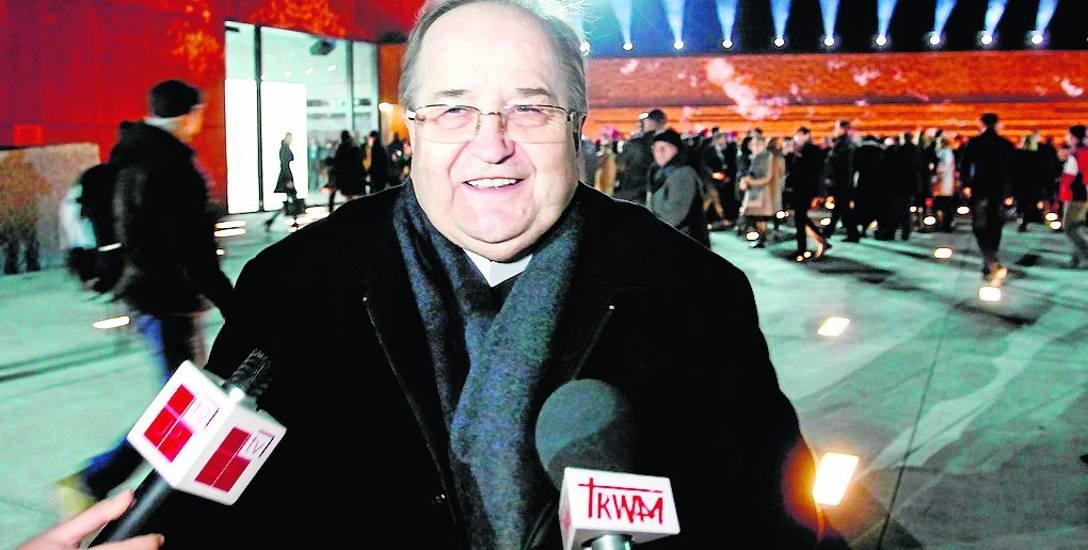 Telewizja Trwam należy do Fundacji Lux Veritais. Prezesem zarządu fundacji jest ojciec Tadeusz Rydzyk