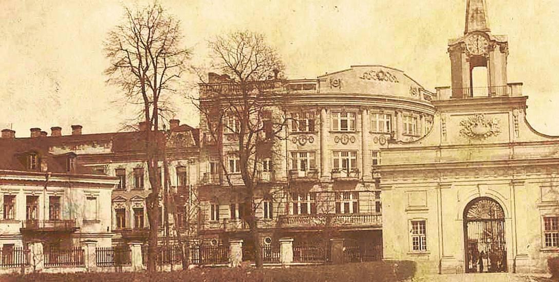 Białystok 1919 r. Po lewej stronie narożna kamienica przy ul. Kilińskiego 3, w której mieszkał  dr Alfred Żołątkowski. Ze zbiorów Muzeum Podlaskiego