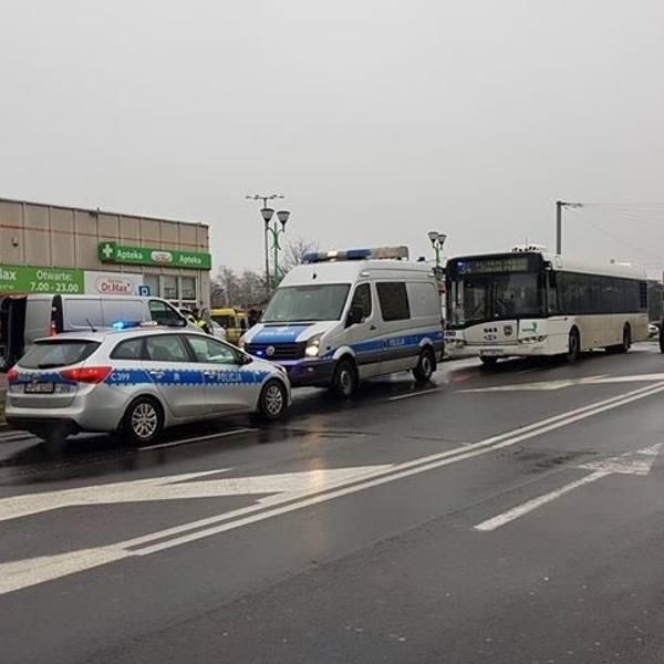Tragicznie rozpoczął się wtorek w Toruniu. Na ulicy Ślaskiego autobus MZK śmiertelnie potrącił pieszego.Do zdarzenia doszło po godzinie 5 podczas porannego