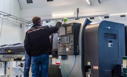Alex, firma produkująca instalacje gazowe, wprowadziła nowoczesne maszyny. I szuka pracowników