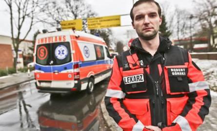 Rodzina pacjentki, do której wyjechał ambulans, podziękowała radnemu-lekarzowi Robertowi Górskiemu za pomoc w ratowaniu życia zielonogórzanki