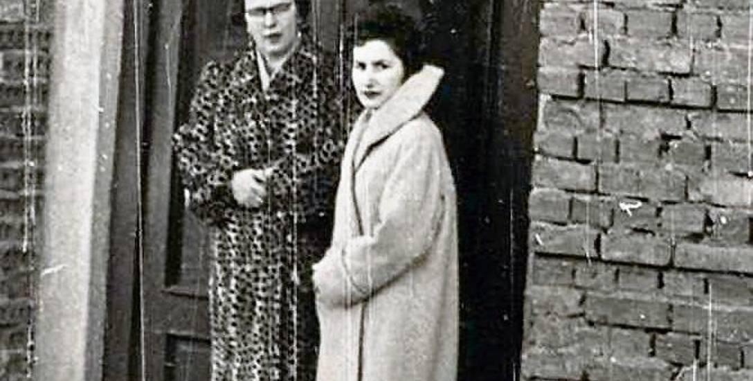 Przed wejściem do Turoblanki. Około 1958 roku. Ze zbiorów Tadeusza Chańko.