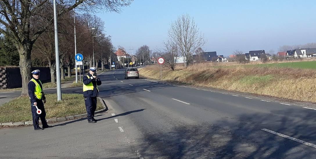 Na ulicy Podleśnej 28-letni kierowca forda rozpędził auto do 106 km/h, a 53-letni kierowca opla jechał 114 km/h