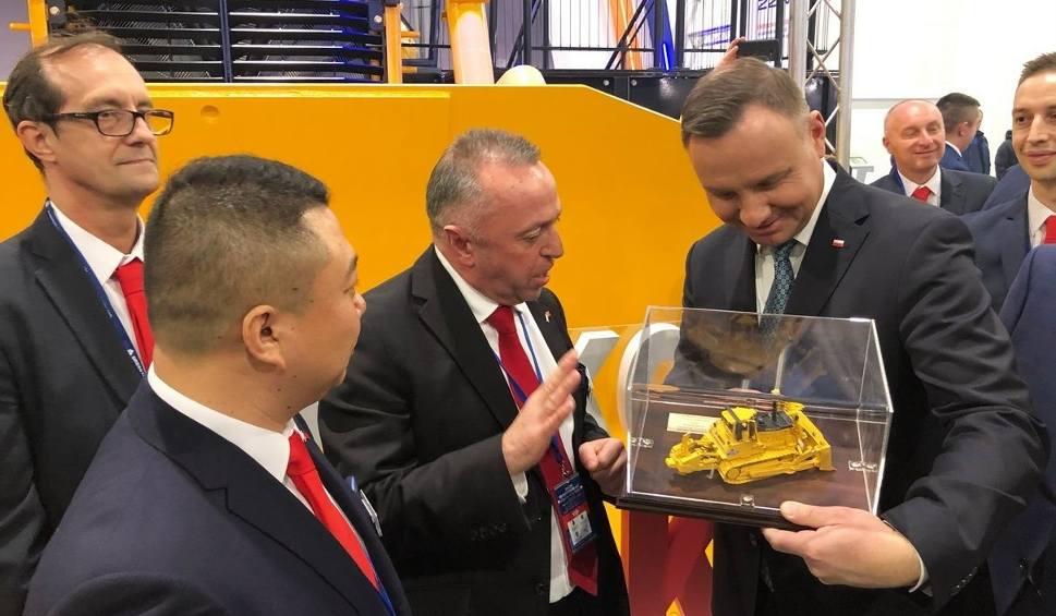 Film do artykułu: Prezydent Andrzej Duda na stoisku Liugong Dressta Machinery w Stalowej Woli