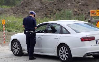 Policjanci w czasie kontroli sprawdzą wskazania licznika i podadzą wynik do Centralnej Ewidencji Pojazdów i Kierowców