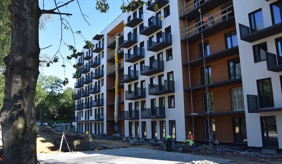 Film do artykułu: Nowe osiedle przy Ceglanej w Katowicach:pierwszy blok jest na ukończeniu, drugi będzie znacznie większy