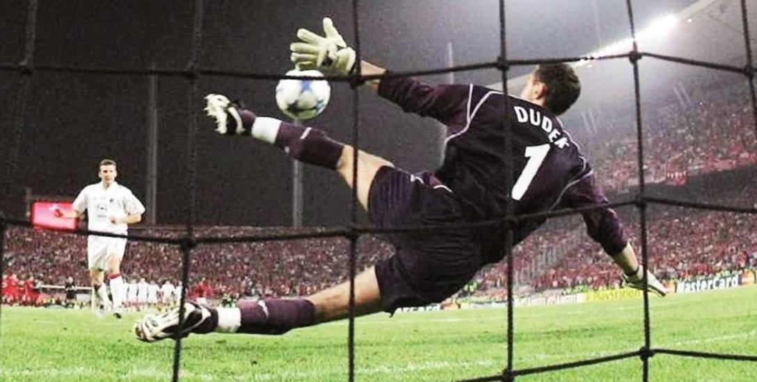 """Finał Ligi Mistrzów w 2005 r. w Stambule skończył się rzutami karnymi. Słynny """"Dudek dance"""" zdekoncentrował Andrija Szewczenkę"""