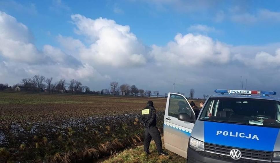 Film do artykułu: Tragedia w Martągu. Znaleziono zwłoki mężczyzny w rowie melioracyjnym