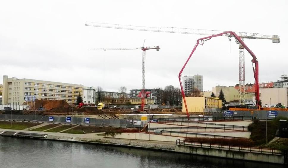 Film do artykułu: Olimpijska Astoria powstaje w Bydgoszczy. Żurawie na placu budowy [zdjęcia]