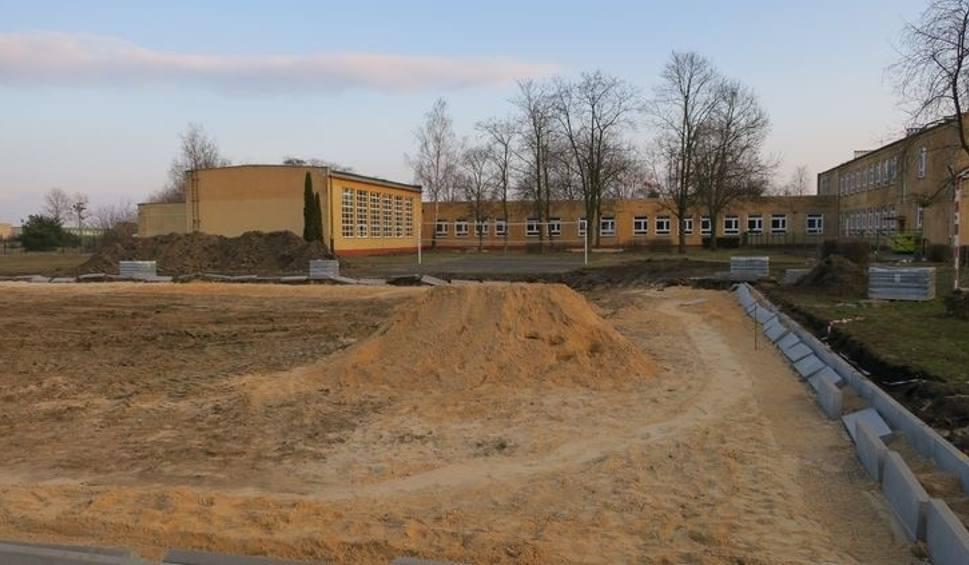 Film do artykułu: Trwa budowa nowoczesnego boiska w Brdyujściu