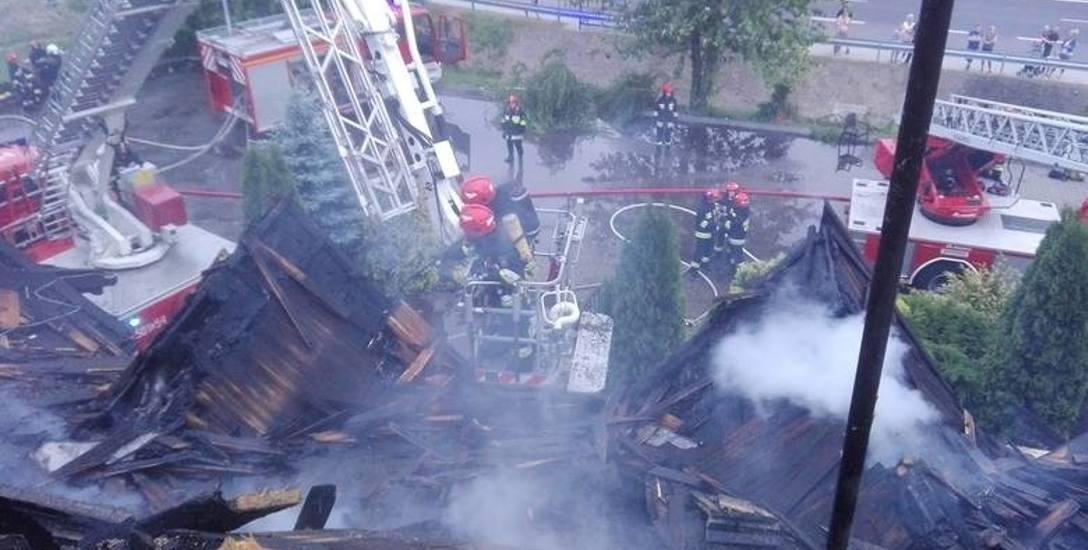 Na początku pożar w karczmie Bida gasiły olkuskie jednostki. Potem na miejsce zdarzenia przyjechali także strażacy z Krakowa