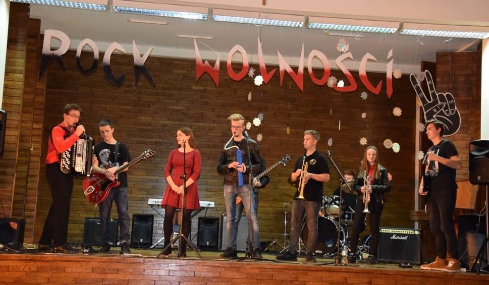Film do artykułu: NOWA SÓL. Rock Wolność. Uczniowie Liceum Ogólnokształcącego im. K. K. Baczyńskiego znają się na muzyce. Pokazali talenty i zaangażowanie