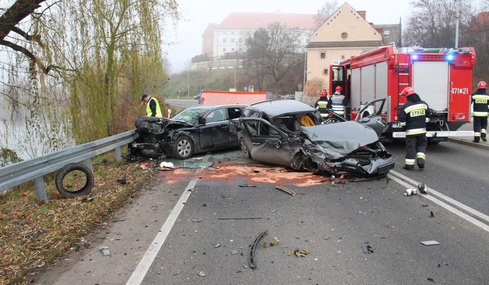 Film do artykułu: Sandomierz. Czołowe zderzenie, sześć osób w szpitalu