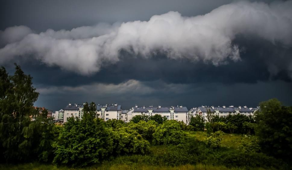 Film do artykułu: Burze z gradem w Szczecinie i regionie. Wiatr w porywach do 75 km/h