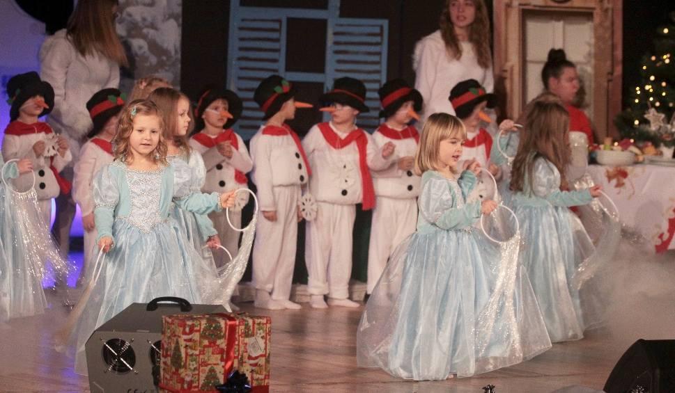 """Film do artykułu: Radom. Dzieci z przedszkola """"Kraina Radości"""" przedstawiły jasełka"""
