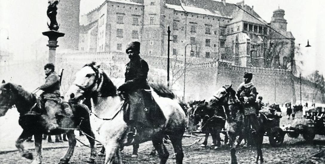 Radzieckie oddziały na ul. Stradomskiej pod Wawelem. Armia Czerwona zajęła Kraków 18 stycznia 1945 r.