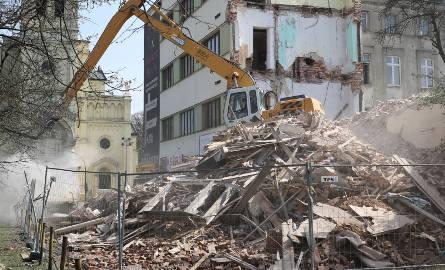Rok 2016. Rozbiórka zawalonej kamienicy przy ulicy Tuwima