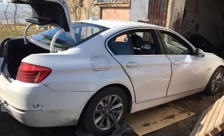 Policja rozbiła grupę przestępczą kradnącą luksusowe auta. Kolejna osoba zatrzymana