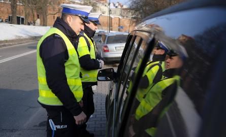 """Akcja """"Choinka"""" - duża akcja policji w całej Polsce potrwa aż do świąt. Kierowcy mogą zostać ukarani nawet 500-złotowym mandatem. Za"""