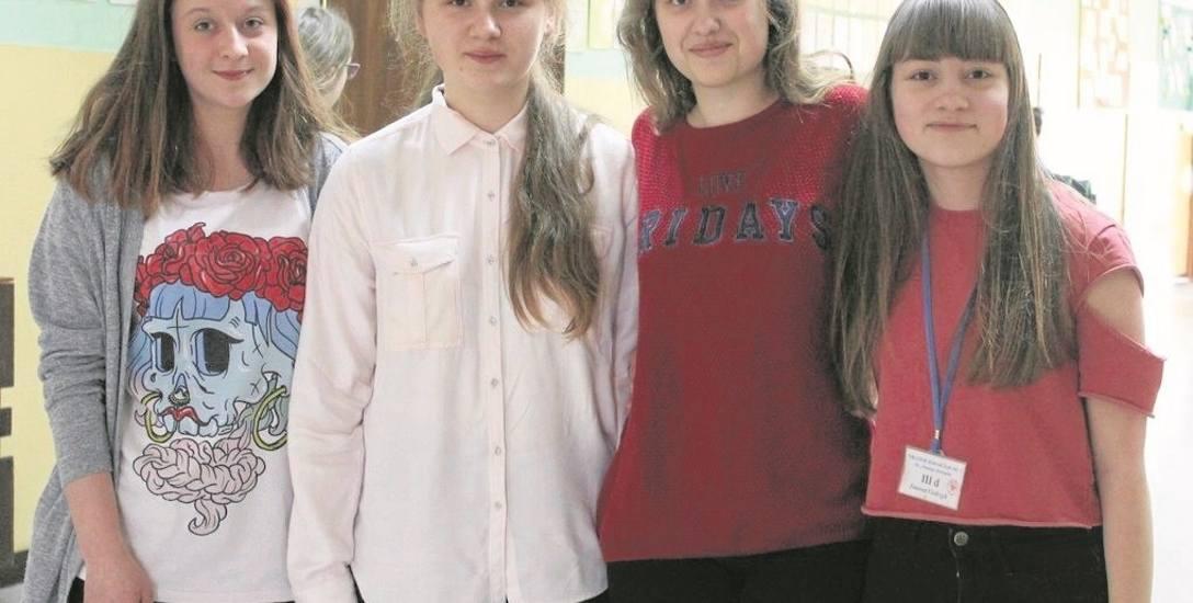 Malwina Żydzik (od lewej), Milena Kubica, Katarzyna Zielnik i Joanna Ciołczyk uważają, że pomysł utworzenia klasy o profilu medycznym jest dobry i wielu