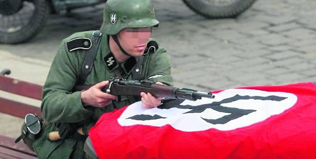 ABW tropi nazistów: organizacja Duma i Nowoczesność czciła Hitlera w Wodzisławiu Śl.