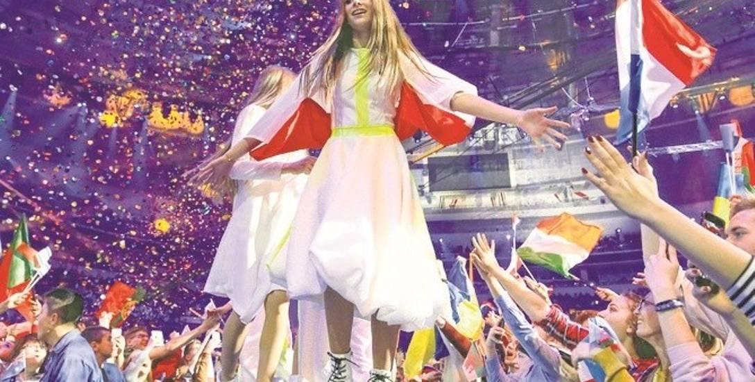 Roksanie Węgiel towarzyszyło podczas występu pięć tancerek. Choreografię opracowali Tomasz Barański i Paulina Przestrzelska