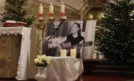 Libiąż: Pogrzeb Heleny Kmieć, wolontariuszki zamordowanej w Boliwii. Szydło napisała list [ZDJĘCIA]