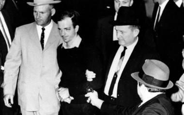 Upływ czasu, jaki minął od śmierci prezydenta Kennedy'ego, nie wymazał spiskowych teorii dot. zamachu.