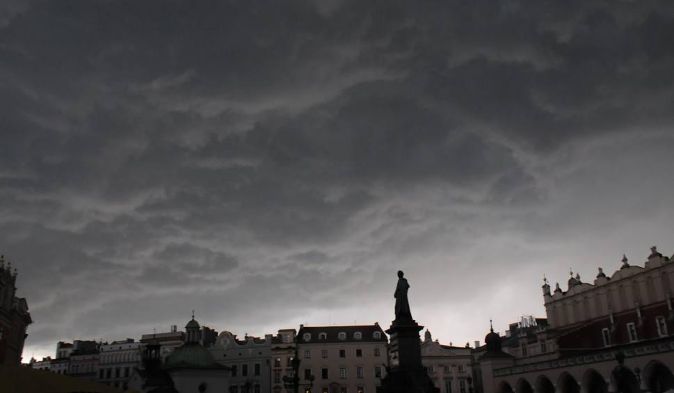Film do artykułu: Pogoda w Małopolsce. IMGW ostrzega przed silnymi burzami z gradem [23.05.2018]